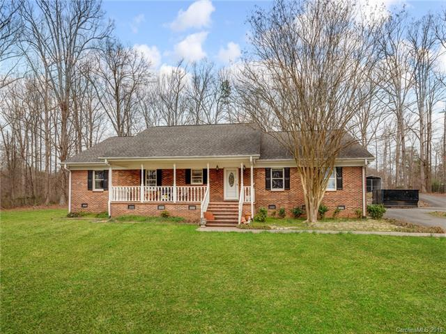 8001 Mount Holly Huntersville Road, Charlotte, NC 28216 (#3479271) :: Carolina Real Estate Experts