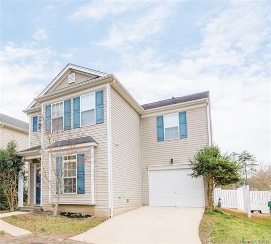 6005 Fiddleleaf Court, Charlotte, NC 28215 (#3479869) :: Scarlett Real Estate
