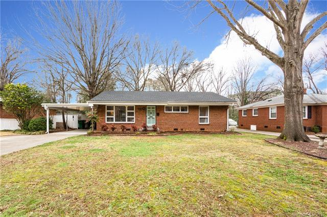 5715 Wedgewood Drive, Charlotte, NC 28210 (#3480982) :: Scarlett Real Estate