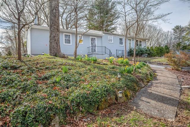 209 E Dogwood Lane, Hendersonville, NC 28792 (#3483646) :: High Performance Real Estate Advisors