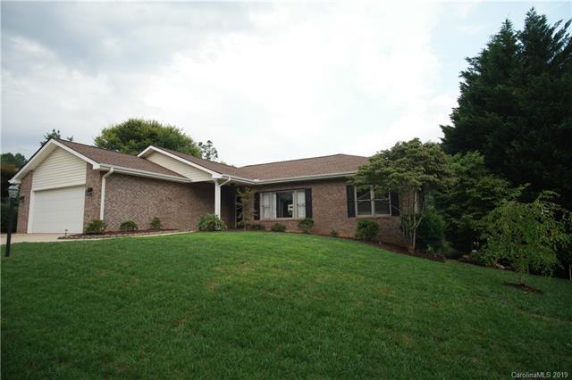 108 Fairway Knoll Drive, Hendersonville, NC 28739 (#3483743) :: SearchCharlotte.com