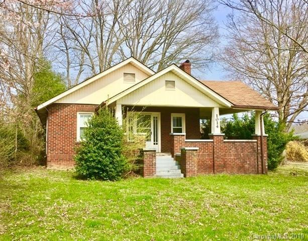 1014 Old Spartanburg Road, Hendersonville, NC 28792 (#3484332) :: Herg Group Charlotte