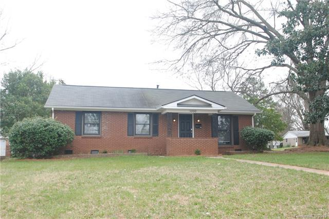 1000 Comstock Drive, Charlotte, NC 28217 (#3484343) :: Exit Mountain Realty