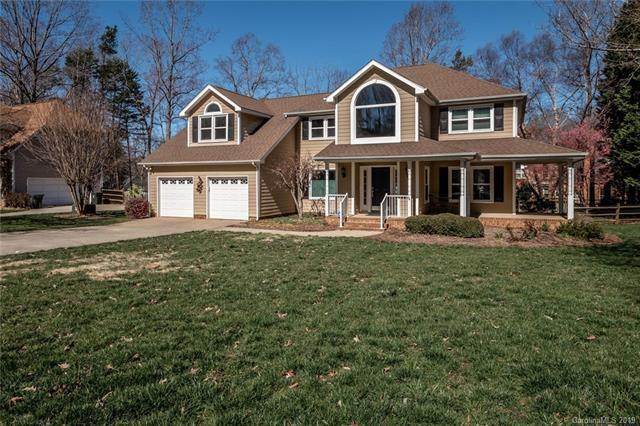 9017 Stourbridge Drive, Huntersville, NC 28078 (#3484362) :: MartinGroup Properties