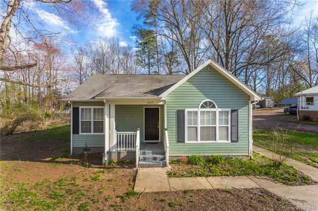 6815 Rockwell Boulevard W, Charlotte, NC 28269 (#3484697) :: MECA Realty, LLC