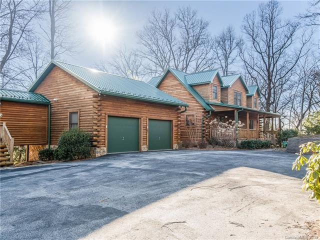 2790 Bearwallow Mountain Road, Hendersonville, NC 28792 (#3485636) :: Scarlett Real Estate