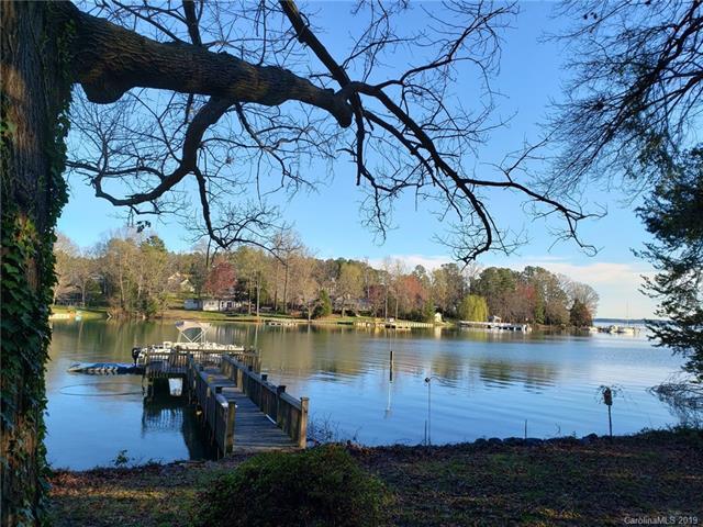 125 Chestnut Tree Road, Mooresville, NC 28117 (#3486362) :: Rinehart Realty
