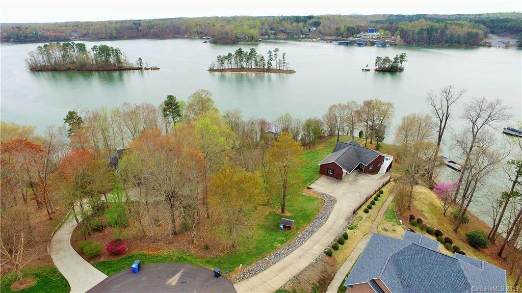 203 High Lake Drive, Statesville, NC 28677 (MLS #3486474) :: RE/MAX Impact Realty