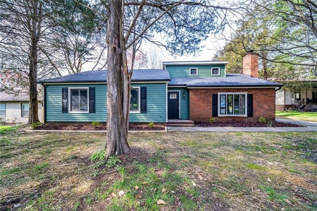 10517 Camelback Circle, Charlotte, NC 28226 (#3487555) :: MECA Realty, LLC