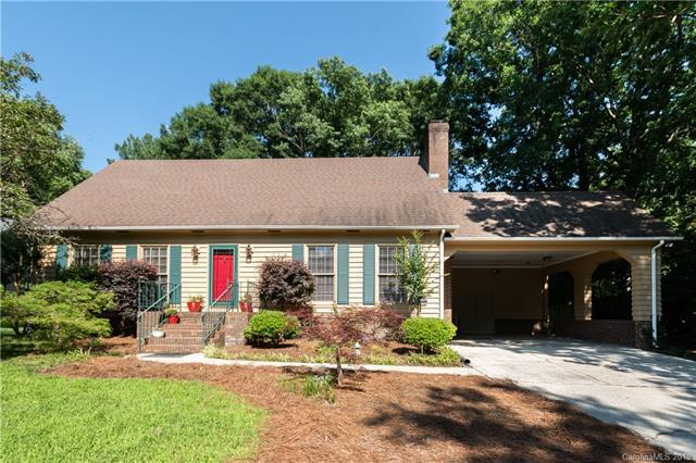 5924 Chapel Creek Court, Charlotte, NC 28226 (#3490148) :: Exit Mountain Realty