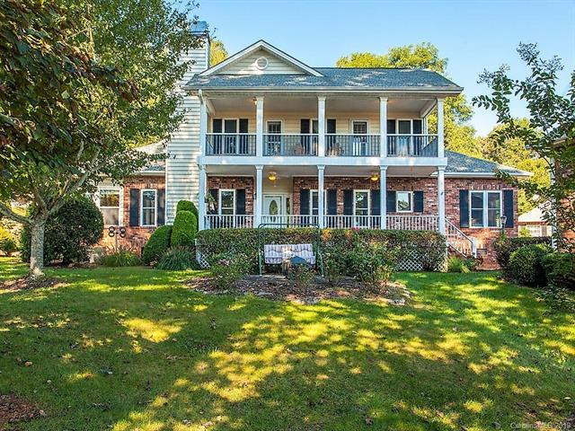 607 Carriage Commons Drive, Hendersonville, NC 28791 (#3491660) :: The Ann Rudd Group