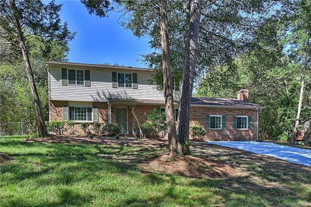 5716 Shadow Creek Road, Charlotte, NC 28226 (#3493372) :: The Andy Bovender Team