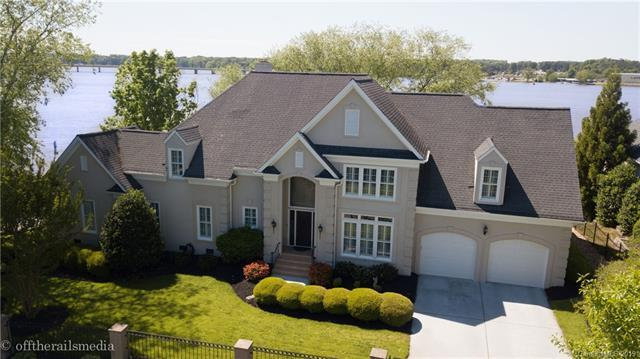 15930 Riverpointe Drive, Charlotte, NC 28278 (#3495830) :: Scarlett Real Estate