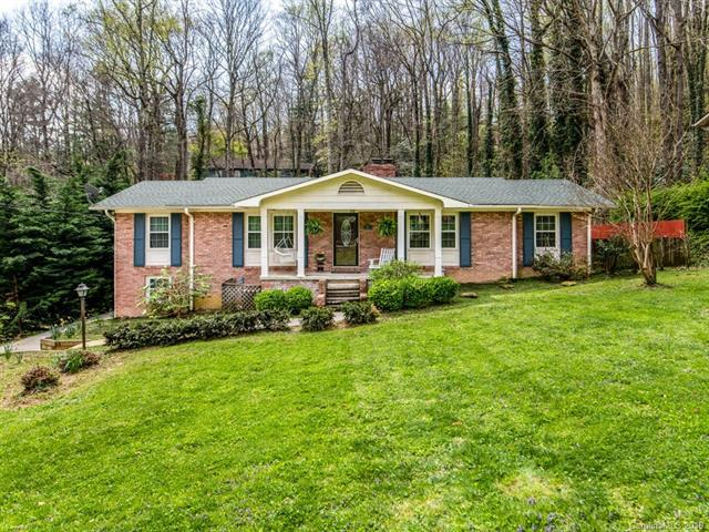 907 Toxaway Drive, Hendersonville, NC 28791 (#3495900) :: Keller Williams Professionals