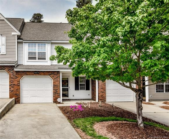 10717 Sleigh Bell Lane, Charlotte, NC 28216 (#3496245) :: Team Honeycutt
