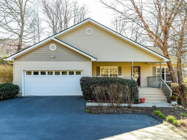 114 Dunigan Drive, Hendersonville, NC 28791 (#3496880) :: Puffer Properties
