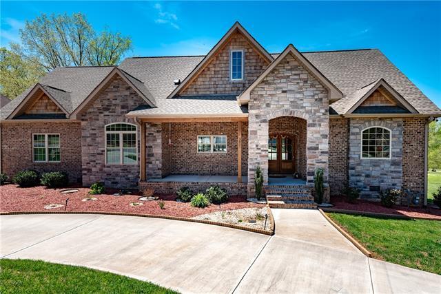3809 9th Street Drive NE, Hickory, NC 28601 (#3497368) :: High Performance Real Estate Advisors