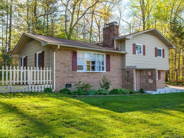 442 Hillcrest Circle, Hendersonville, NC 28792 (#3497447) :: RE/MAX RESULTS