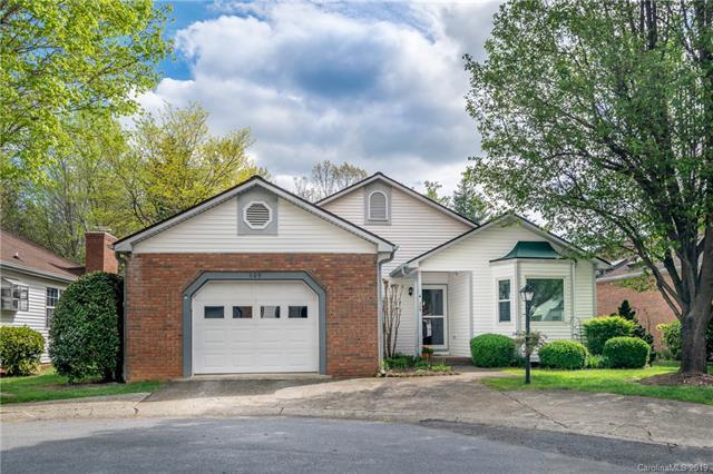 309 Somerton Court, Hendersonville, NC 28791 (#3498347) :: Homes Charlotte