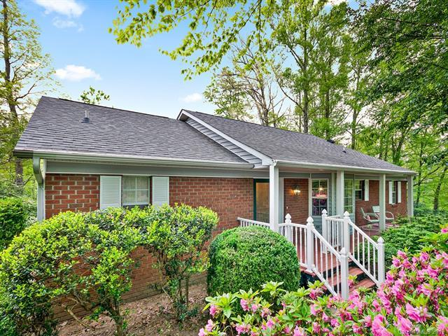 800 Summit Farm Lane, Hendersonville, NC 28739 (#3498888) :: Keller Williams South Park