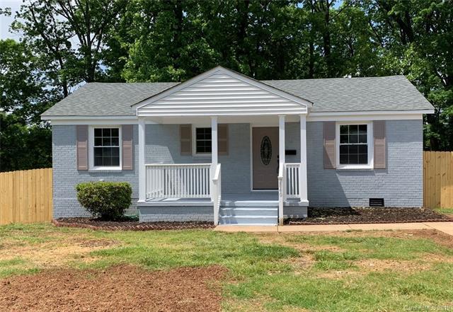 2840 Burbank Drive, Charlotte, NC 28216 (#3499041) :: LePage Johnson Realty Group, LLC