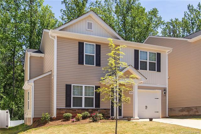 7625 Mockernut Drive, Charlotte, NC 28215 (#3500115) :: Odell Realty