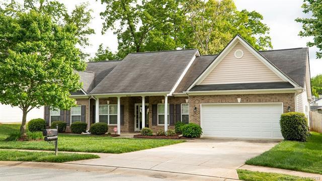 8639 Ridgeline Lane, Charlotte, NC 28269 (#3502276) :: LePage Johnson Realty Group, LLC
