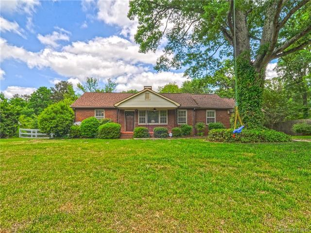 1215 Rocky River Road, Charlotte, NC 28213 (#3502322) :: Besecker Homes Team
