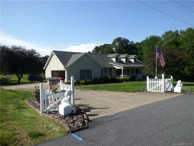 1973 Waterfalls Drive, Lincolnton, NC 28092 (#3503168) :: Cloninger Properties