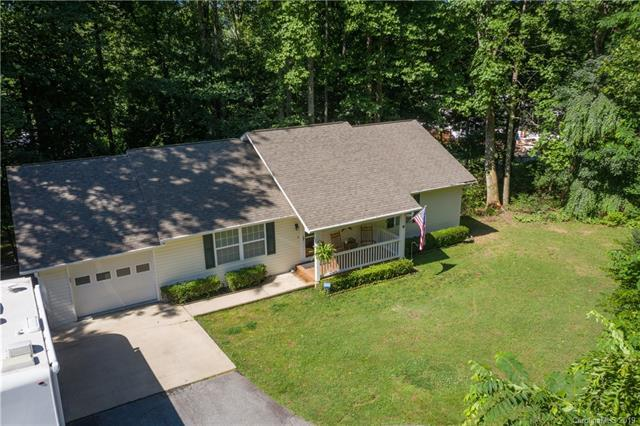 51 Lyndhurst Grove Court, Hendersonville, NC 28791 (#3503882) :: Roby Realty