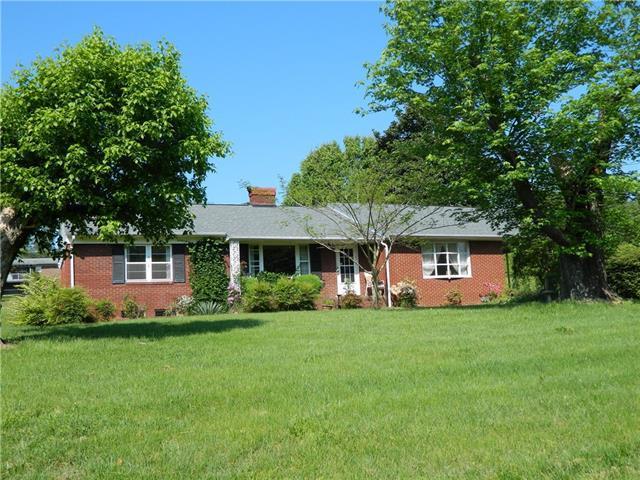 540-C Lower Creek Drive NE, Lenoir, NC 28645 (#3504007) :: Besecker Homes Team
