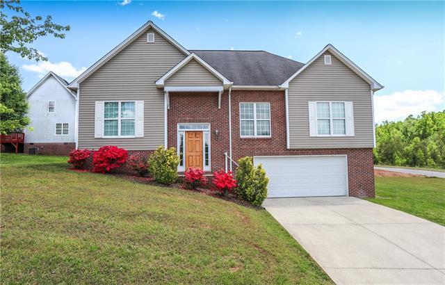 204 18TH Avenue SE, Hickory, NC 28602 (#3504348) :: LePage Johnson Realty Group, LLC