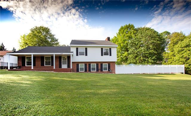 1047 12TH Avenue NW, Hickory, NC 28601 (#3505491) :: The Ramsey Group