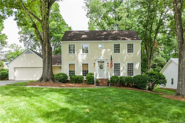 2424 Fernbank Drive, Charlotte, NC 28226 (#3505639) :: Carlyle Properties