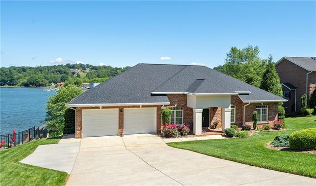 4863 1st Street Court, Hickory, NC 28601 (#3505992) :: Roby Realty