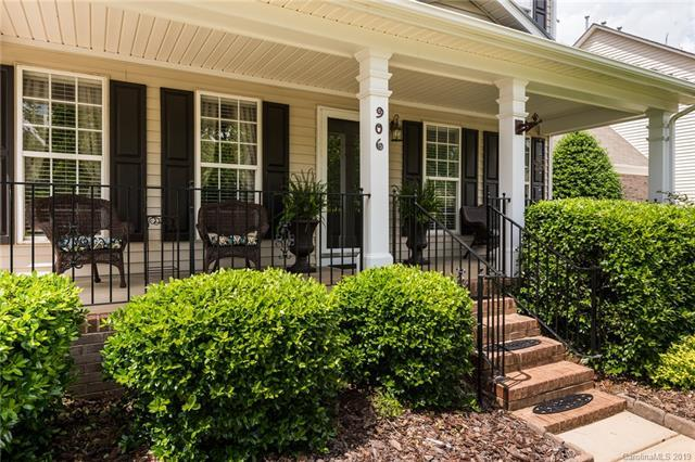 906 Elrond Drive NW, Charlotte, NC 28269 (#3506352) :: Homes Charlotte