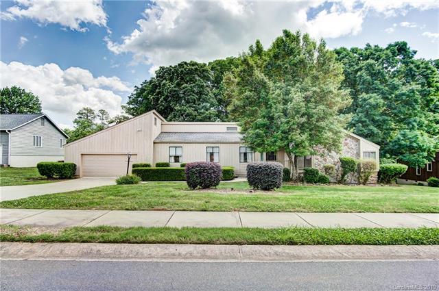8401 Raintree Lane, Charlotte, NC 28277 (#3506621) :: Homes Charlotte