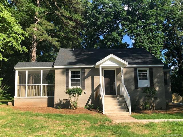 2333 Barringer Drive, Charlotte, NC 28208 (#3506938) :: Rinehart Realty