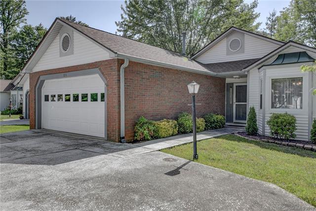 211 Hampton Court, Hendersonville, NC 28791 (#3507461) :: Homes Charlotte