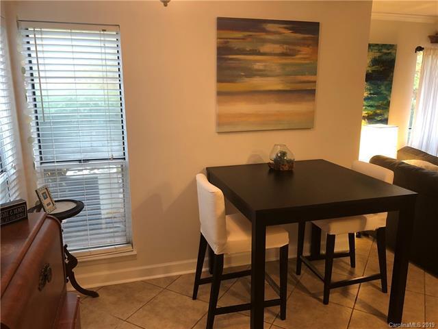 2518 Cranbrook Lane, Charlotte, NC 28207 (#3507581) :: Scarlett Real Estate