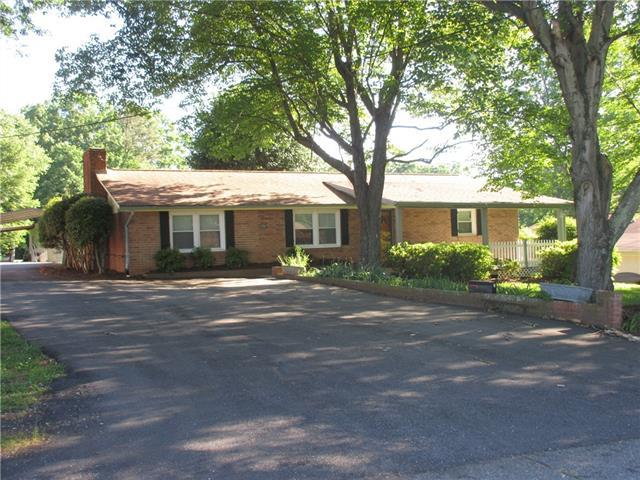 2267 9th Ave Drive NE, Hickory, NC 28601 (#3508278) :: The Andy Bovender Team