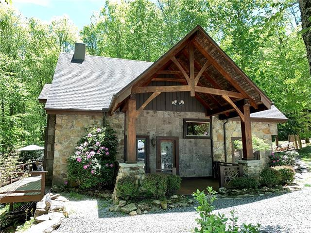 102 Lakeledge Road, Beech Mountain, NC 28604 (#3508740) :: Rinehart Realty