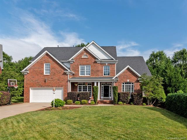 8111 Oxford Commons Drive, Charlotte, NC 28277 (#3509344) :: David Hoffman Group
