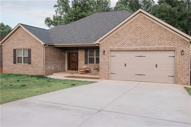 1600 Farmington Hills Drive, Conover, NC 28613 (#3509737) :: David Hoffman Group