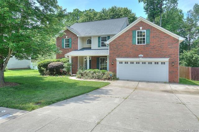 2561 Windsor Chase Drive, Matthews, NC 28105 (#3509779) :: SearchCharlotte.com