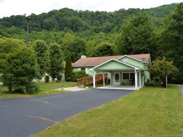 90 Whitewater Drive, Maggie Valley, NC 28751 (#3510359) :: Zanthia Hastings Team