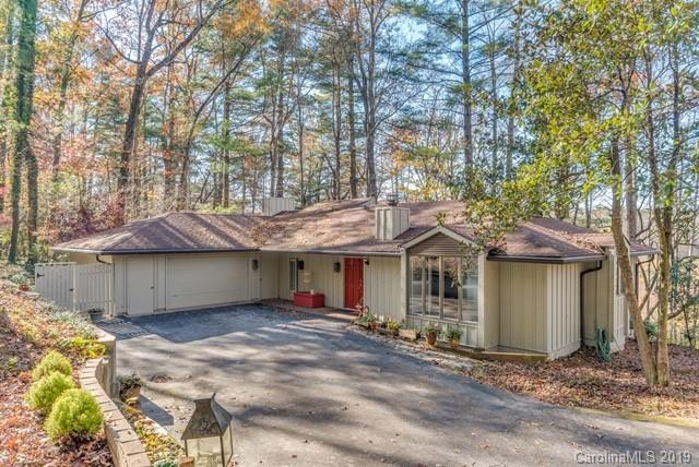 219 Estate Drive, Hendersonville, NC 28739 (#3510396) :: Rinehart Realty