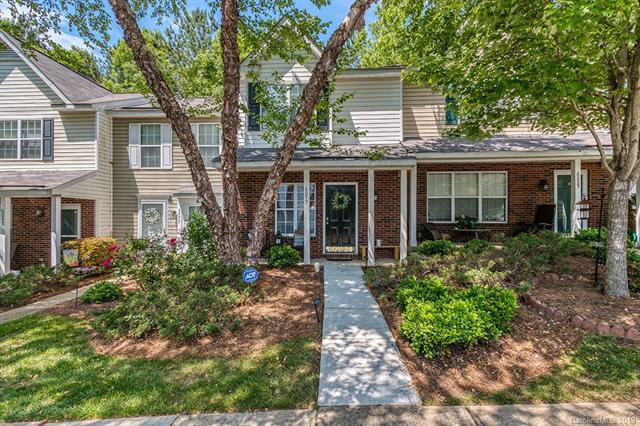 6057 Cougar Lane, Charlotte, NC 28269 (#3510568) :: Robert Greene Real Estate, Inc.