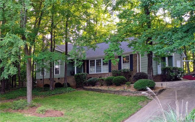 7614 Robin Crest Road, Charlotte, NC 28226 (#3510942) :: The Ramsey Group