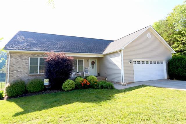 1674 Farmington Hills Drive, Conover, NC 28613 (#3511066) :: Zanthia Hastings Team